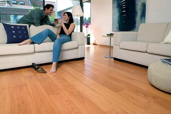 Sàn nhựa giả gỗ để ốp lát sàn nhà