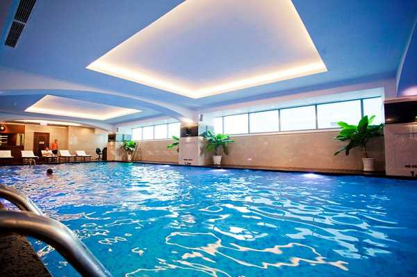 Những điều bạn cần lưu ý khi thiết kế bể bơi kinh doanh