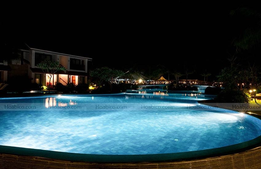 Ứng dụng đèn halogen thành hồ bơi PEH 100.C