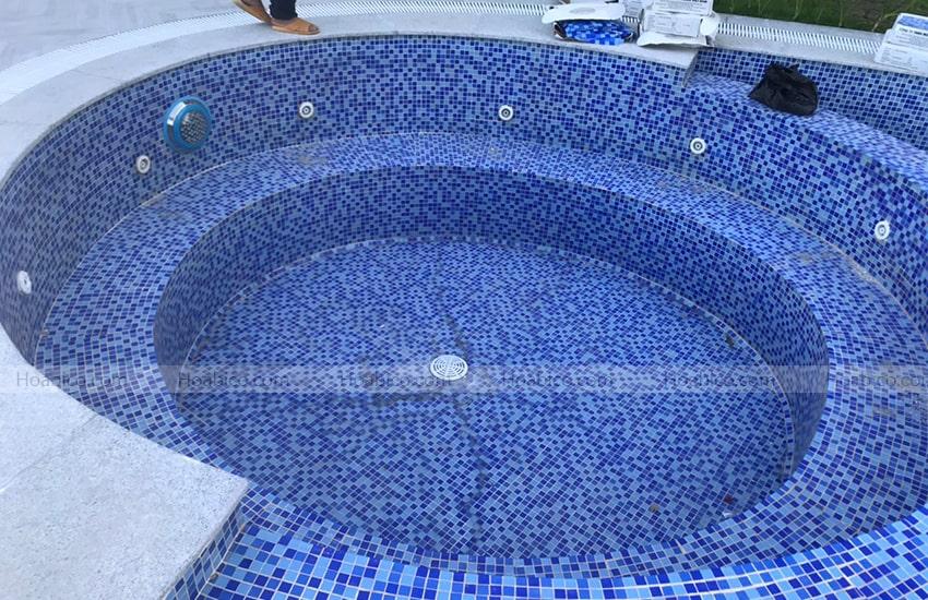 Lắp đặt đèn Led đổi màu trang trí bể bơi (18W)